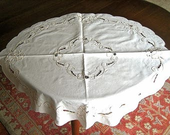 Tan Tape Rope Lace Tablecloth Vintage Eyelet Cutwork Flowers Scalloped Oval Cloth