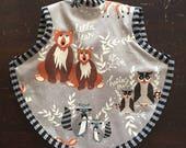 Custom listing Belulino: Hello Bear bapron with 2 burp cloths in matching fabric