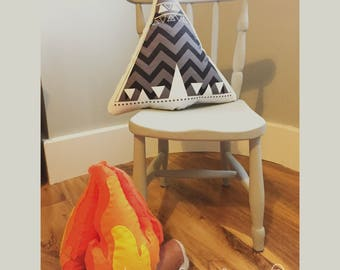 Teepee cushion pillow. Soft cotton with a monochrome wigwam print. Perfect to brighten up any room. Kids room, nursery, wild and free