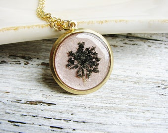 Pressed Flower Jewelry, Black Queen Anne's Lace Necklace, Pressed Flowers Necklace, Rose Gold Jewelry, Resin Jewelry