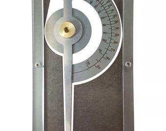 Phi Calipers : for accurately measuring the golden mean