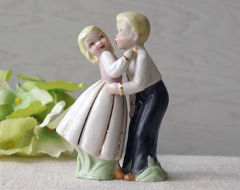 Vintage Salt & Pepper Shakers Kissing Couple 1960s Japan