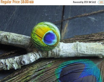 SALE The Peacock's Eye Tea Ring. Vintage peacock feather eye Lucite cabochon cocktail ring. Gift for her. secret sister.