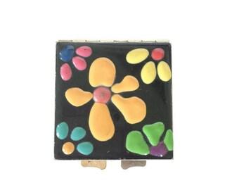 Vintage Enamel Compact Mirror / Compact Case / Mod flowers