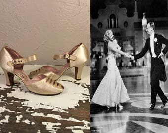 Music Makes Me.... - Vintage 1930s Champagne  Satin Wedding Evening Cut Out Vamp Heels Pumps Shoes - 7/7.5