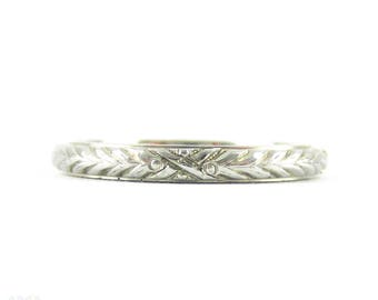 Vintage 18K Engraved Wedding Ring, Art Deco Narrow Floral Style Design Engraved Band. Size M.5 / 6.5.