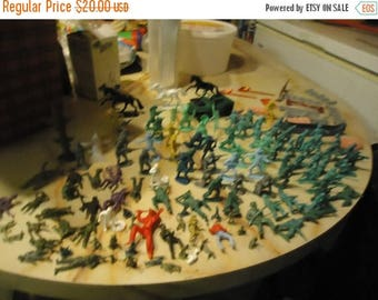 Back Open Sale Vintage Lot Of Over 130 Plastic Toy Soldiers Cowboys Indians & Pieces To Play sets, collectable