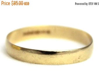 ON SALE Vintage Ladies Wedding Band Ring Yellow Gold 9kt 9ct 9 9k 375 | FREE Shipping | Size P.5 / 8