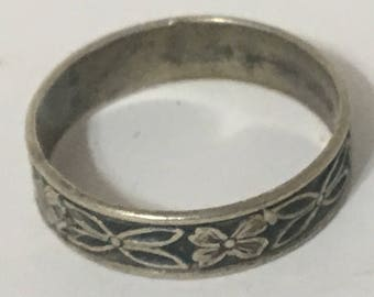 Vintage Sterling Silver Floral Band Ring Hallmarked with 2 Facing Arrows Oxidized