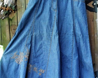Denim Full, Gored Skirt/ Faded Glory Twirly Skirt/ Embroidery Embellished/ Size 10 Vintage Denim/ Shabbyfab Retro Denim Clothing