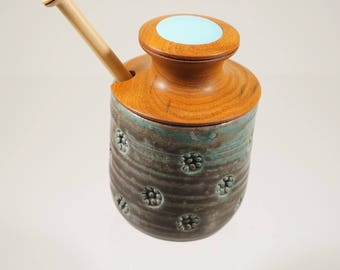 Honey pot with hardwood lid and dipper
