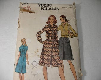 Vintage Vogue Dress Pattern 8365, Size 12