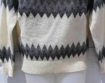 Vintage Men's Medium  CARSON PIRIE SCOTT  Acrylic Wool Nylon Blend Ski graphic design  Pullover Sweater