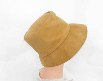 Woman's 1960s hat. vintage gold bucket suede