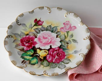 Shabby Roses Floral Plate. Cottage Decor. Wall Display. Tea Party Decoration. Romantic Home Accessories. Vintage Housewares.