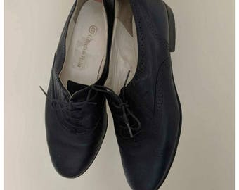 Vintage women's Italian blue-black genuine leather oxford style shoes 7