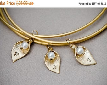 SALE - Custom Calla Lily GOLD Bangle Set of 3, Personalized Jewelry, Calla Lily Charm, Initial Bracelet, Bridesmaid Jewelry, Family Bracelet