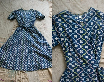 Vintage 1940's Faded Daisy Frock, Wrap Waist, Two Front Buttons, Women's Dress, Day Dress, Retro 40's