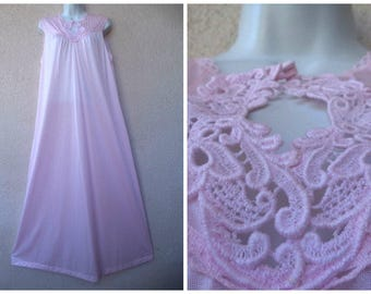 """1980s LONG NIGHTGOWN. Romantic Nightgown. Pink Nightgown. Crochet Lace Trim. Keyhole Bust. Silky Nylon Nightgown. Nice Sweep. L Xl 46"""" Bust"""