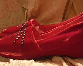 Fabulously Glamourous Vintage 1950s Oomphies After Five Red Velvet Slippers 7.5