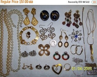TWICE A YEAR, 25% Off Vintage Jewelry Lot 63. Pearls Lovers.