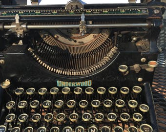 Vintage UNDERWOOD 4 Typewriter