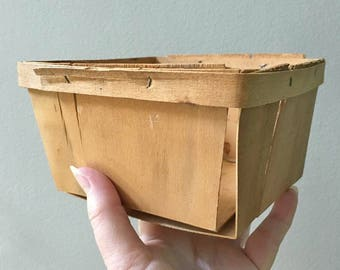 Vintage Wooden Berry Baskets /  1 Pint size / Farmers Market Produce Baskets / Multiple Available