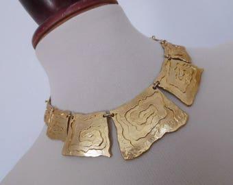 FRANCE . Dolce Vita . Golden Inka . Vintage Necklace Satin Gold -Toned Geometric Cubist 70s 60s Bib Tribal Maya Chunky
