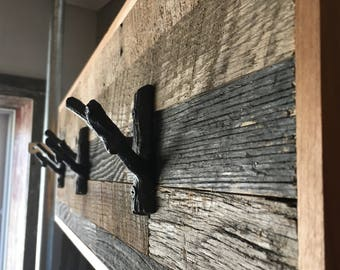 Reclaimed Barnwood w/Iron Branches Wall Mounted