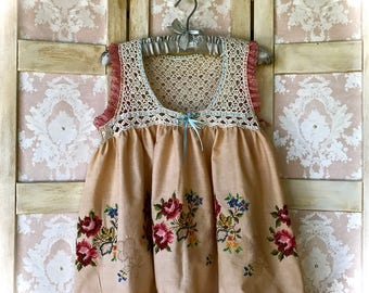SweetHeart Embroidered Cottage Top Crocheted and Ruffled Size Small