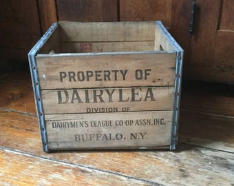 Vintage DAIRYLEA Buffalo,Ny,Wood Milk Crate,Farmhouse Decor