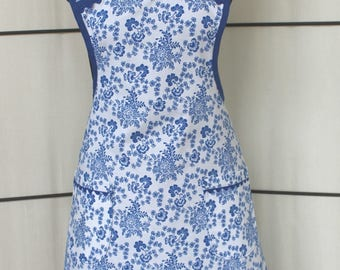 Vintage Style Blue and White Flower Apron with two double lined pockets - Quilting Treasures