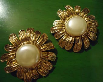 Vintage 1980s Sunflower Clip On Earrings with Pearl Center
