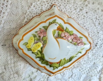 Vintage PORCELAIN GOOSE MOLD, White China from The Franklin Mint, marked Le Cordon Bleu, 1986.