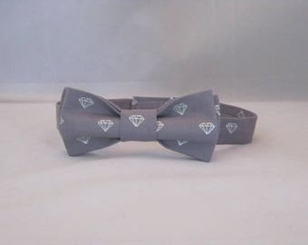 Men's Adjustable Bow Tie Made With Gray And Silver Diamond Patterned Fabric And Hook And Loop Closure