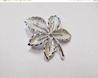 ON SALE SARAH Coventry Vintage Leaf Pin Item K # 1194