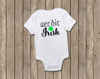 St Patricks Day Baby, Irish Baby, Wee Bit Irish, Irish Onesie, Saint Patricks Day, Baby Shower Gift, New Baby Gift, Green Baby Shirt