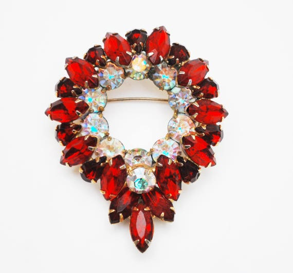 Red Rhinestone Wreath Brooch - Juliana  - Cear ruby red crystal - Gold plated - Mid Century - pin