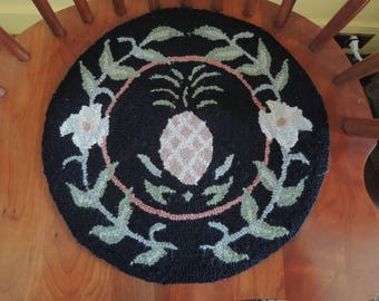Hooked Chair Pad, Pineapple, Symbol Of Hospitality, Excellent Condition,  Vintage
