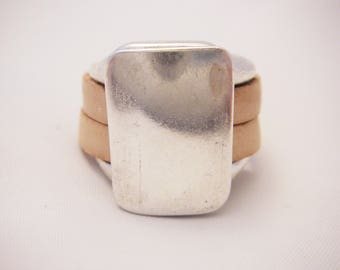 leather nude mounted on silver plated zamak base ring