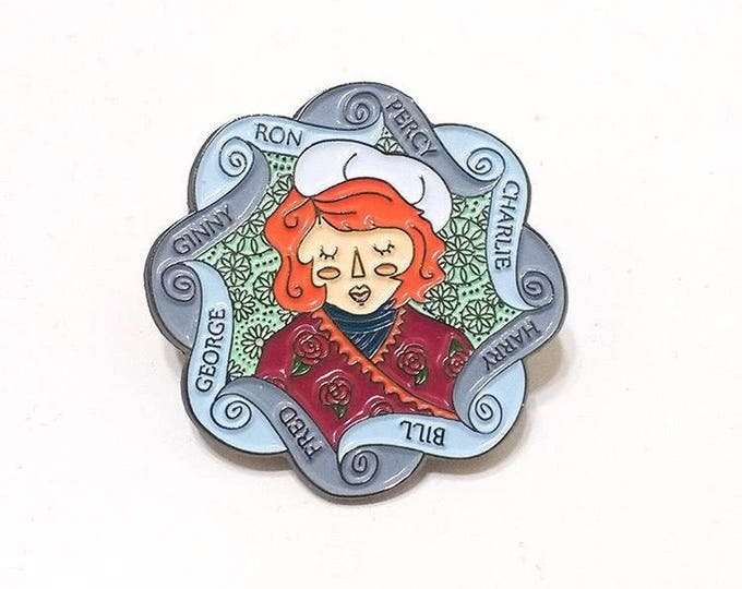Molly Weasley and Family knitted clock soft enamel pin. Harry Potter inspired.