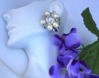 Marvella White Cluster Earrings ~ Vintage Clear Crystal & Faux Pearl Clip Ons w/ Lucite Confetti Centers