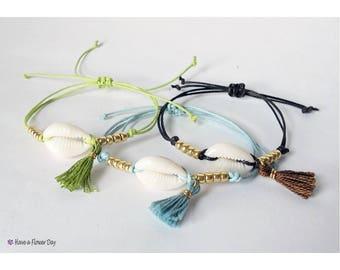 Friendship bracelets. Sea shells bracelet. Beach jewelry. Cowrie bracelet. Fine bracelet. Boho bracelet. Hippie bracelet. Summer bracelet.