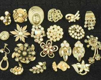 Vintage Costume Jewelry Lot Scrap Repurpose Craft Single Earrings ~ Lot 1440