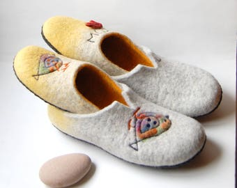 Lovebirds felt slippers, his and her wool slippers, Engagement gift,  Couples set , Mom and dad house shoes - made to order