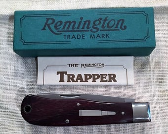 Remington Special Edition 1989 Trapper - Bullet Knife - Great Condition In the Orignal Box - Silver Bullet Shield
