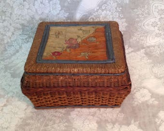 Antique sewing basket box woven wicker reed rattan silk lined lining Victorian farmhouse cottage chic storage home decor