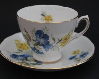 "QUEEN ANNE Bone China Teacup and Saucer Set ""Pattern Number 8290"" 1953-64"