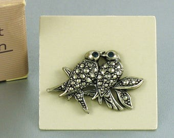 1989 Vintage AVON 'Precious Pet - Lovebirds Pin' Tac Pin with Original Box. Faux Marcasite Lapel Pin. Vintage Bird Pin. Vintage Avon Jewelry