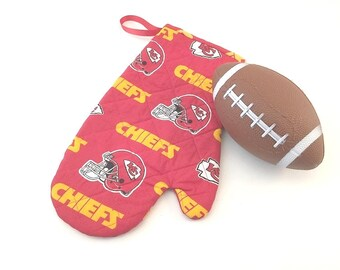 KC Chiefs, Kansas City Fabric, Quilted Oven Mitt, Kansas City Chiefs, Oven Mitt, KC Chiefs Mitt, Tailgating, Arrowhead, BBQ Mitt
